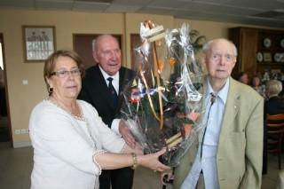 AG-8-04-14-Bouquet à Jean Boutin