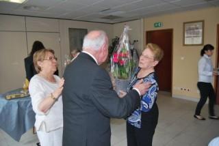 Remise bouquet à Mme Eudeline