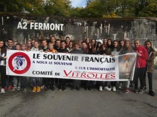 Les jeunes du collège Simone de Beauvoir de Vitrolles devant l'entrée de la Ligne Maginot